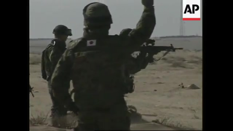 Japanese soldiers practice shooting ahead of Iraq deployment