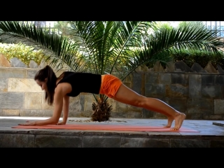 Как укрепить мышцы пресса и спины Йога-упражнения для мышц пресса, груди, рук и спины
