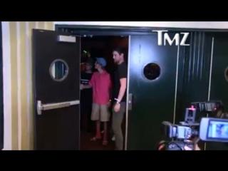 April 10: Video of Justin leaving the El Rey Theatre in Los angeles, California