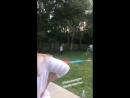 Джоэл и Лукас Хеджес играют с бейсбольным мячом во время перерыва между съемками фильма «Исчезнувший мальчик»