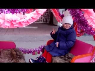 царицы ездят на каретах, и рождество)