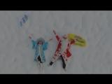 Дед Мороз и Снегурочка разыгрывают прыжки в Скайпарке
