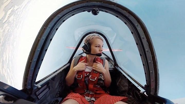 """Zhenya Sudakova on Instagram """"Первый раз прикрепили gopro на крыло, смотрите на мои щёки в двух ракурсах 😅 а вообще полетали по лайту, боялись что потеряем ее"""