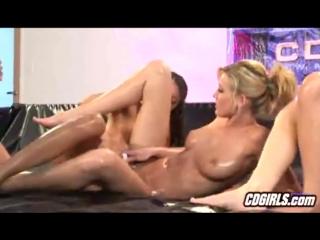 Лесбиянки и страпон