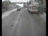 Автобус маршрута №40 протаранил остановку Одоевского