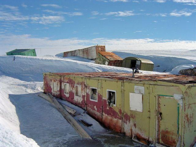 jquOAa7Tv1I - Заброшенные дома в Антарктиде: наследие полярников