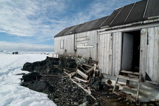 Xzz0k26s9HM - Заброшенные дома в Антарктиде: наследие полярников