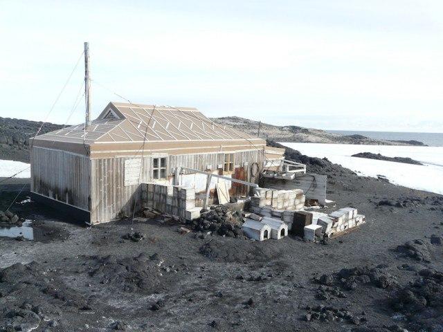 w8KA8tOVjzA - Заброшенные дома в Антарктиде: наследие полярников