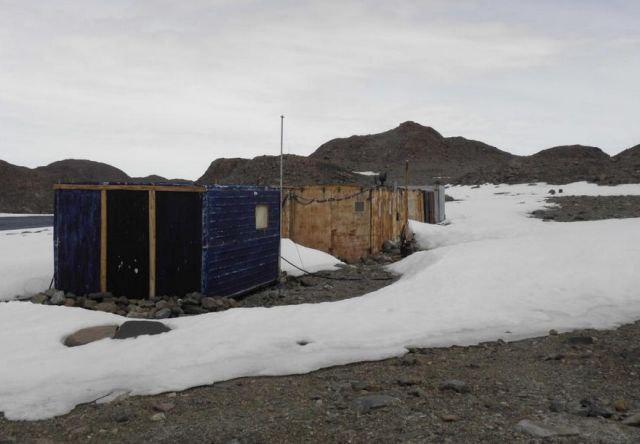 NgLrR7E409U - Заброшенные дома в Антарктиде: наследие полярников