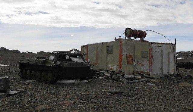 NfKcZnSi4WE - Заброшенные дома в Антарктиде: наследие полярников