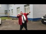 В честь сборной России по футболу Стас Барецкий разрывает банку пива после вечеринки в клубе Secret в Балашихе.