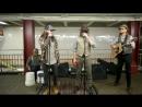 Maroon 5 спели в подземке Нью-Йорка