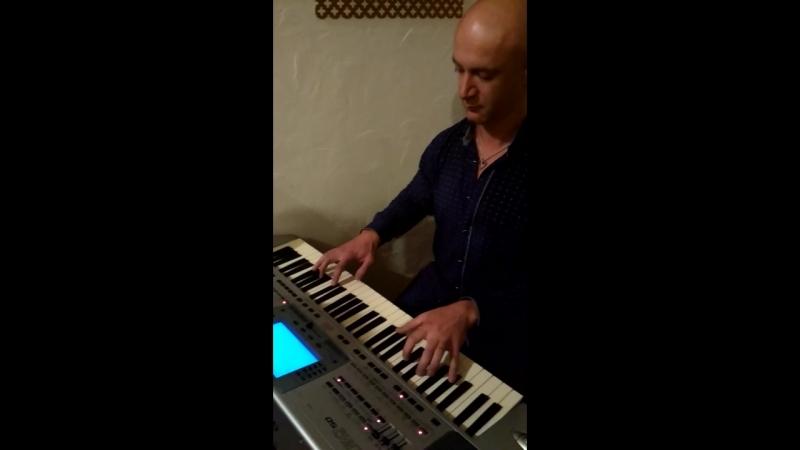 Саня на клавишах