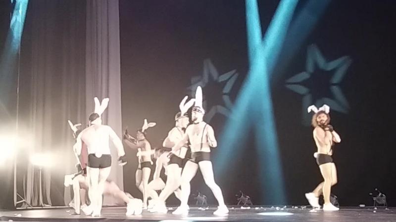 шоу Под дождем. танец5