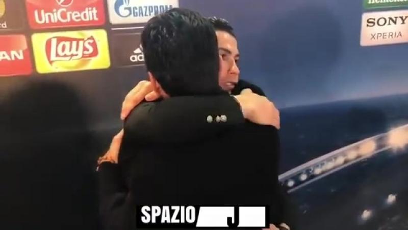 Буффон и Роналду El gesto de caballero de Cristiano Ronaldo con Buffon beso y abrazo en zona mix