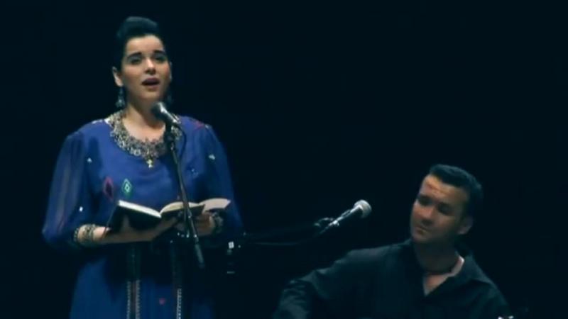 La soprano, Amel Brahim Djelloul, chante en kabyle Amedyaz (le poète) de Idir :