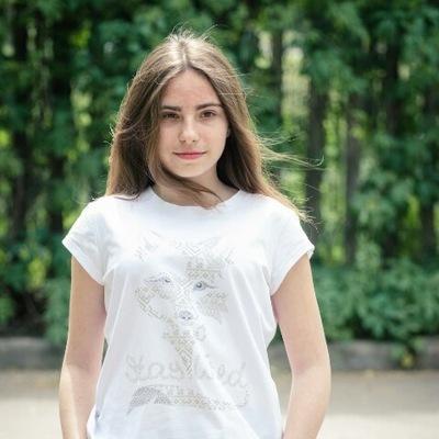 Ксюша Лопатова