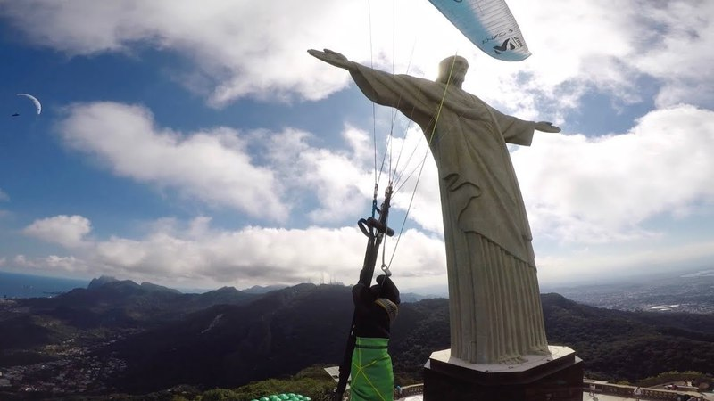 FLYING WITH THE CRISTO REDENTOR