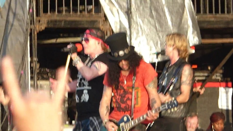 Guns N Roses Slither (Velvet Revolver cover) @ Download Festival UK 2018
