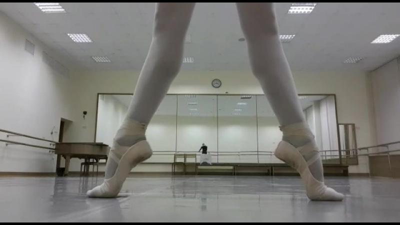 Разминка балерины - Анна Цыганцова в балетках Grishko Dream Stretch