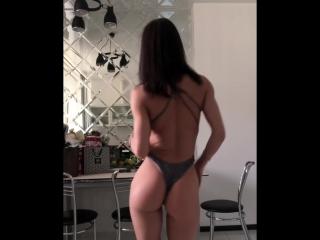 Аппетитная попка спортивной милашки [sexy, fitness, gym, не порно]