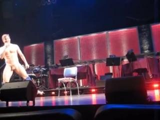 Naked boys singing (Live)