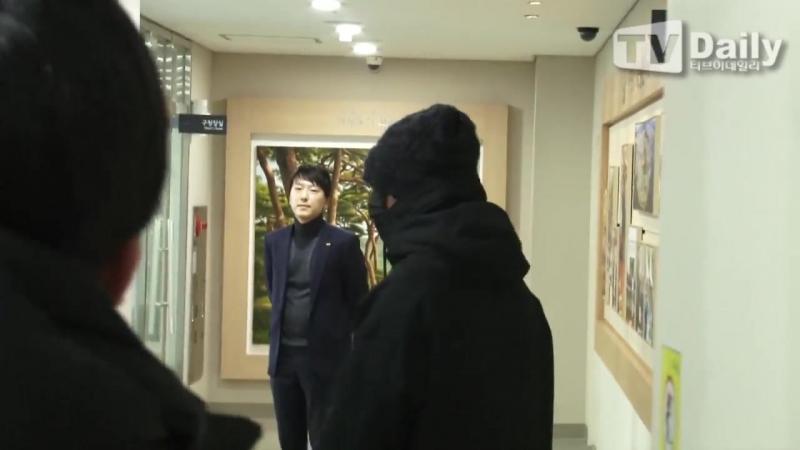 [TD영상] 빅뱅 탑(BigBang T.O.P), 사회복무요원 첫 출근 첫 날부터 10분 지각