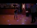 Девушка хорошечно танцует лезгинку
