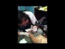 Моя девушка делает мне татуировку 1 й сеанс