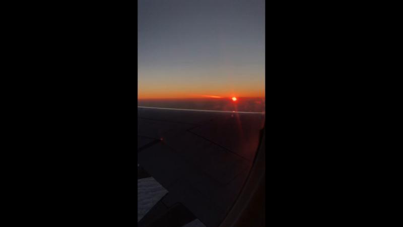 Рассвет в небе над землёй