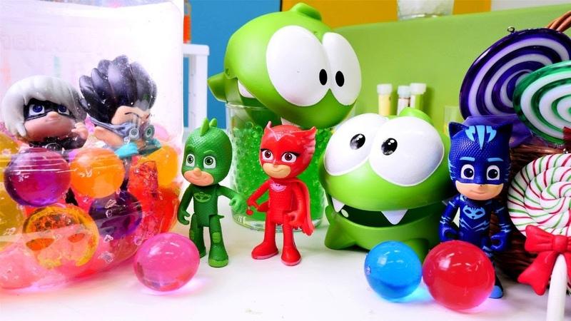 Pijamaskeliler Om Nom oyuncakların lolipoplarını topluyorlar. Eğitici oyun