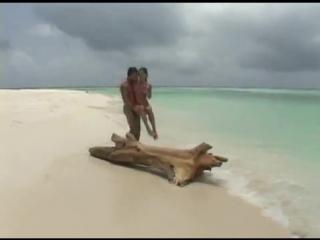 Порно видео на тропическом острове 12