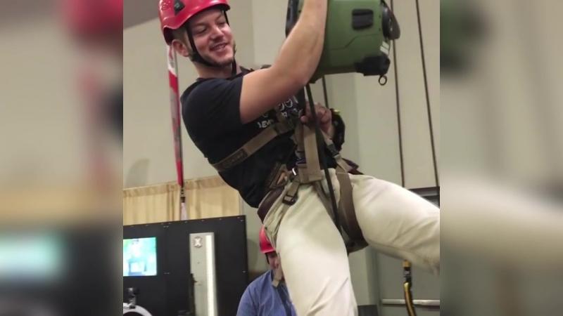 Мэтт тестирует подъёмник ActSafe