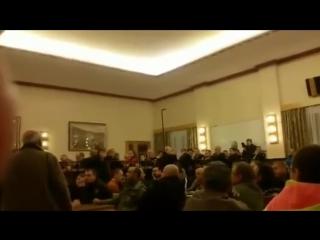 Asylanten belästigen Schülerin. Bürger zu Bürgermeister: