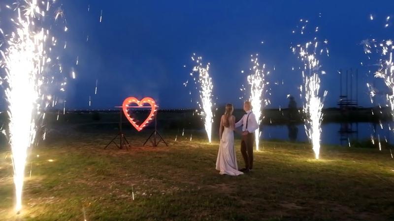 Фонтаны, сердце и большой фейерверк на свадьбу