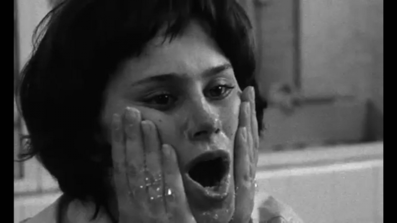 A taste of honey-Bitterer Honig 1961-Rita Tushingham--Bathroom-school-bubbles...