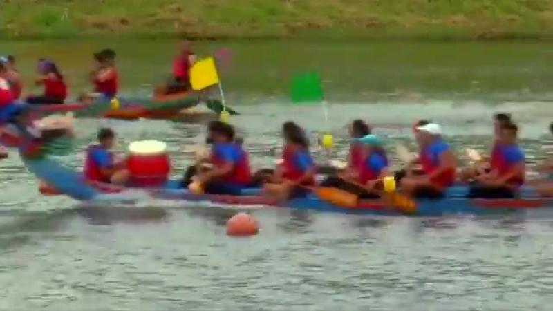 Фестиваль в Тайване на лодках драконах: гонка на 1, 640 футов вниз по реке Кейлонг