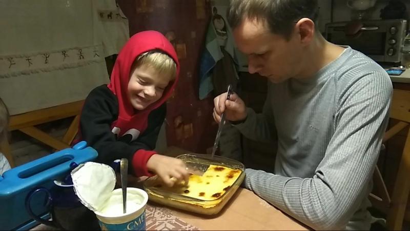 Егор от ватрушки ест толь творог, а Тоня только тесто.