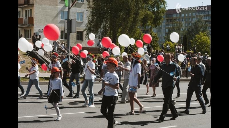 Праздничное шествие прошло в Новополоцке: была Началья Кочанова, Вадим Девятовский и главные красавицы города