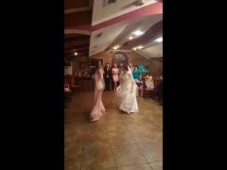 Моя авторская песня в исполнении сестер Заболотских. Танцуют две сестренки, невеста Танюша и ее сестричка Марина.