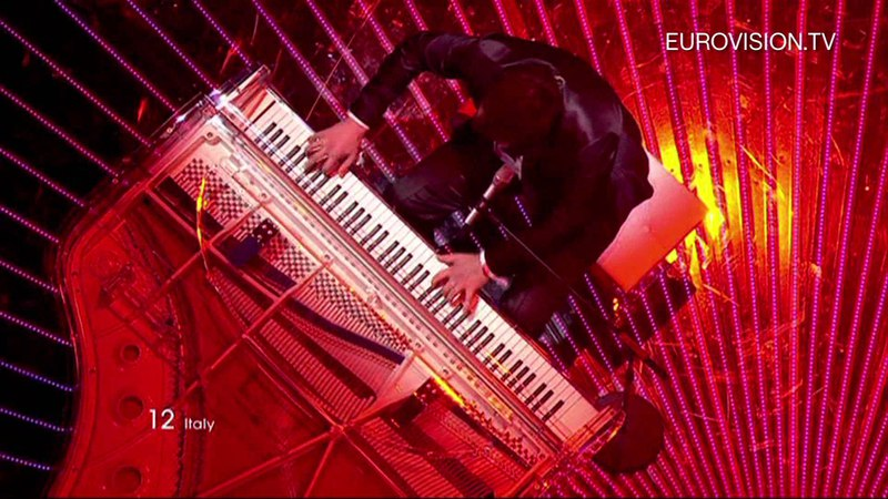 Raphael Gualazzi Madness Of Love Italy Live 2011 Eurovision Song Contest Final
