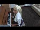 Мамкина дочка учится играть на пианино но мечтает о сексе с взрослыми парнями