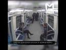Девушка отбилась от грабителя в метро