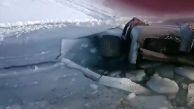 ушёл 4x4 под лёд