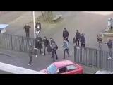 Школьники прогнали напавшего на школу с ножом