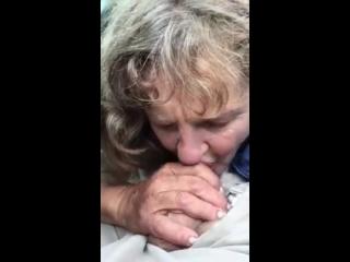 Granny_blowjob_in_the_street