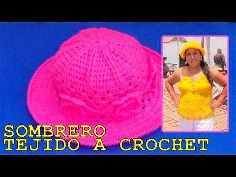 Sombrero tejido a crochet con aplicaciones de rosas - paso a paso