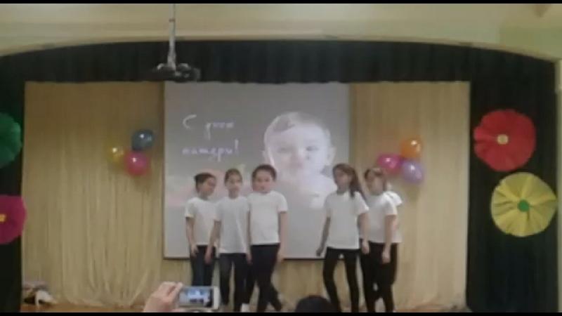 Я выступала в школе на День мамы