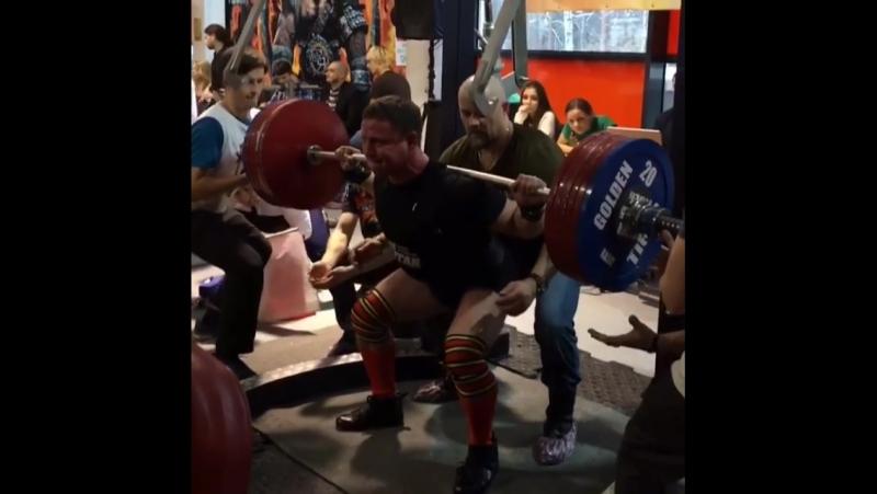 Андрей Митрофанов - присед 320 кг (80 кг)