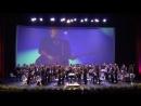 Оркестр играет музыку Xutos e Pontapes